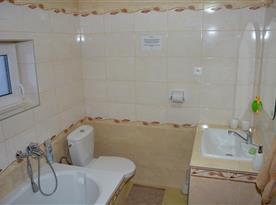 Kúpeľňa s toaletou v strednom podlaží
