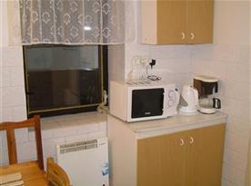 Kuchyňská linka s mikrovlnkou