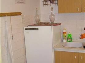 Kuchyňsklá linka s lednicí