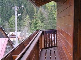 Prostorná terasa chaty