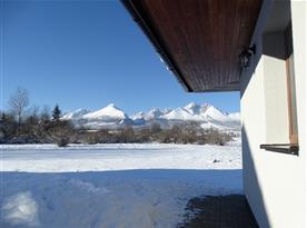 vyhlad z terasy na panoramu Tatier