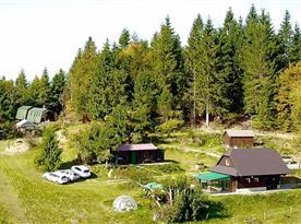 Pohled na chatu Beskyd a Slivka