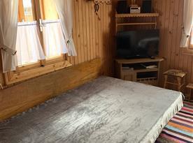 Přízemí - Rozkládací gauč - 2 lúžka v kuchyni, TV s Wifi(Youtube, Netflix), Rádio