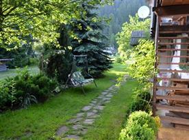 Zahrada s posezením