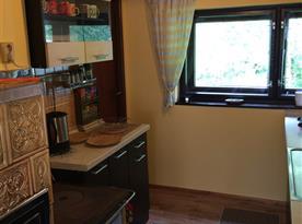 Vybavená kuchyně s kachlovou pecí