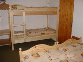 Ložnice A s patrovou postelí a lůžky