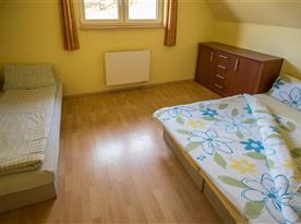 Spálňa troj posteľová.
