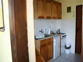 Kuchyňka s lednící a varnou konvicí