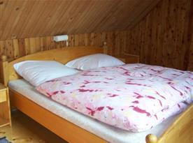 Ložnice B s manželskou postelí