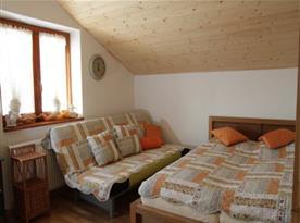 Objekt II.:  Apartmán I. - spací část s manželskou postelí a rozkládacím lůžkem